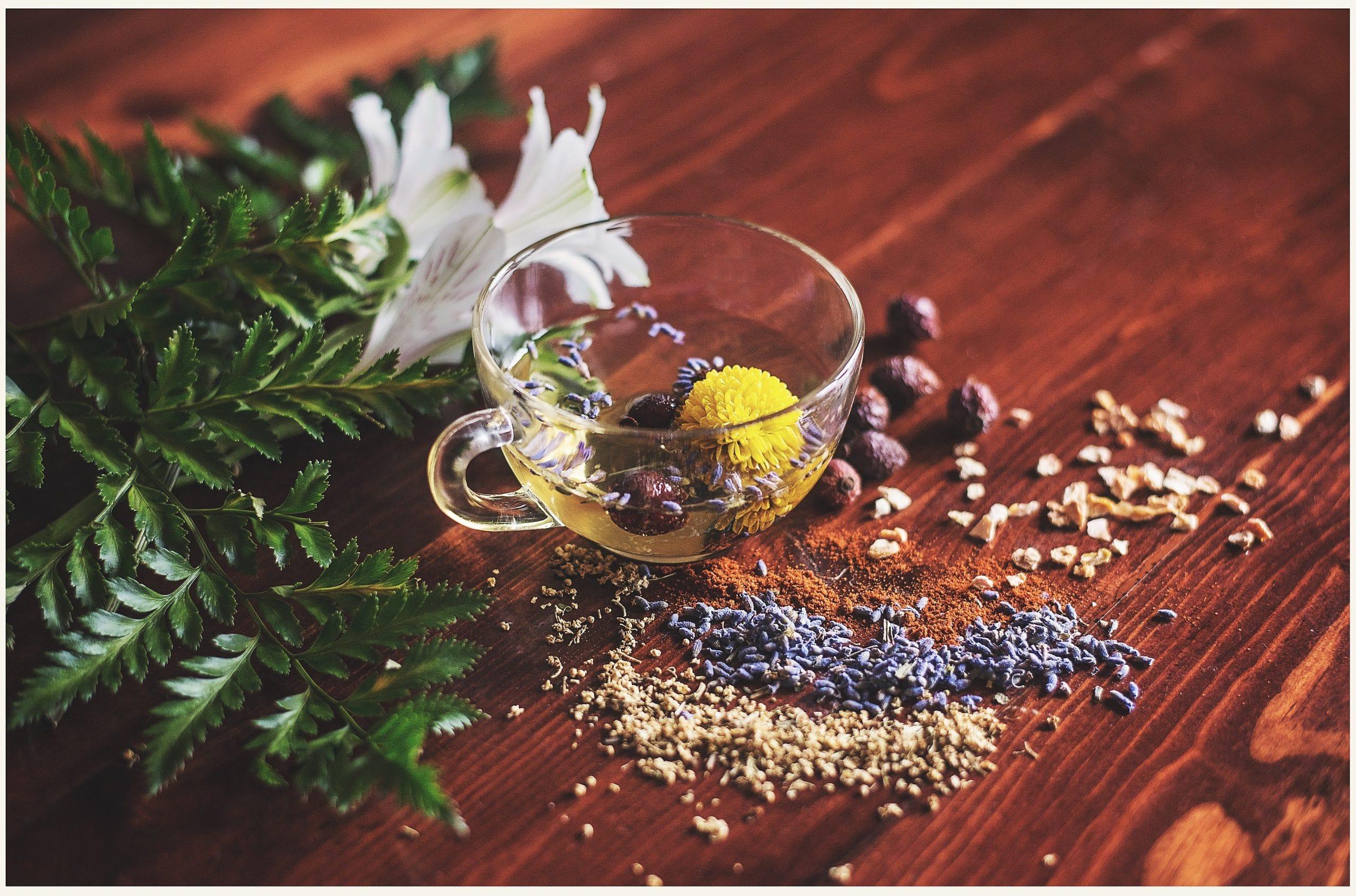 С помощта на билките можем да направим домашната ракия наистина с уникални качества.