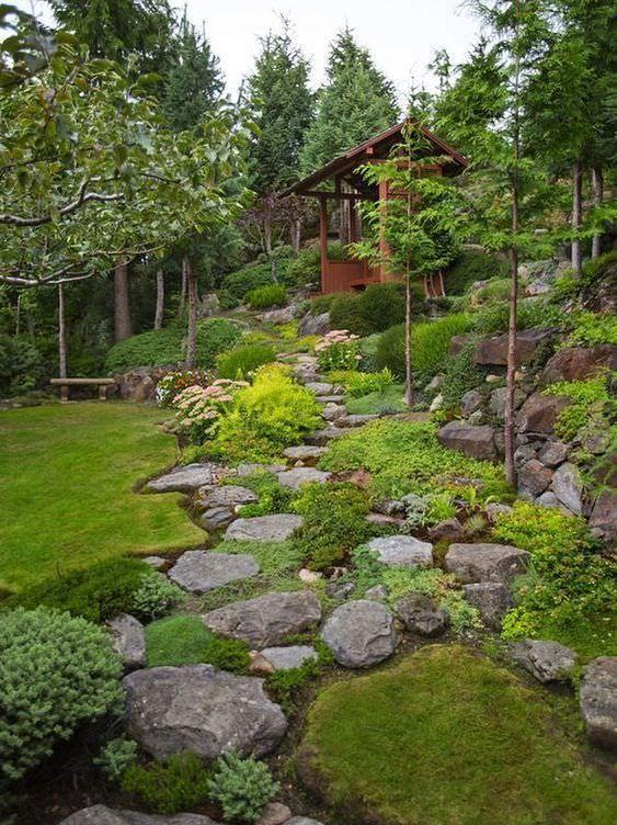 Изключително красив алпинеум за нашата градина.