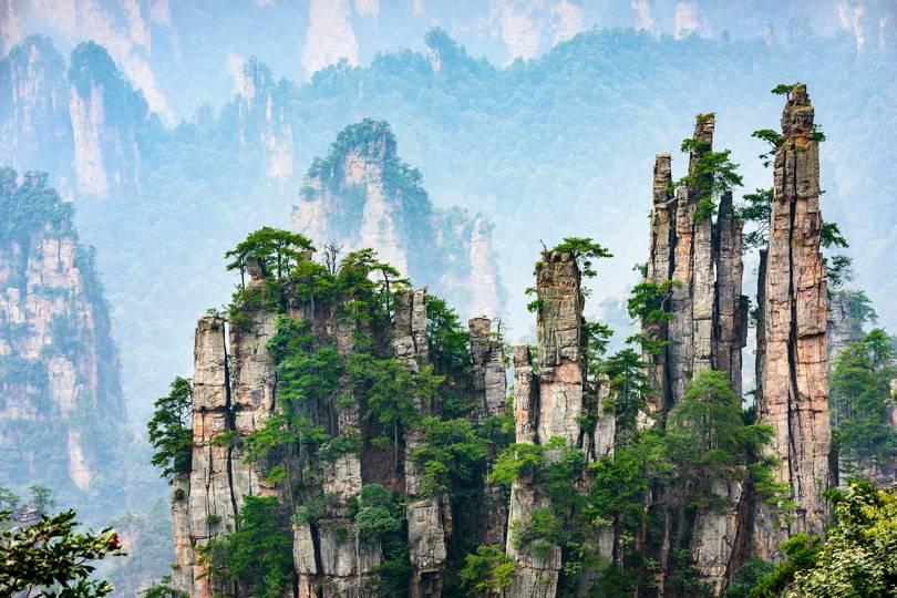 Летящите планини Пандора, намиращи се в живописната местност Хунан, Китай. Изключително красиво място.