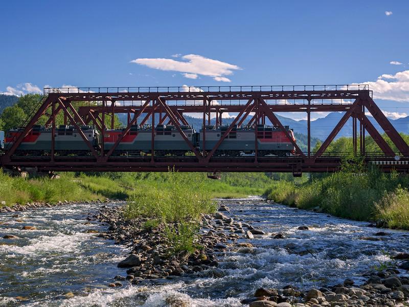 Руската транссибирска железница преминава през цели 3901 моста.
