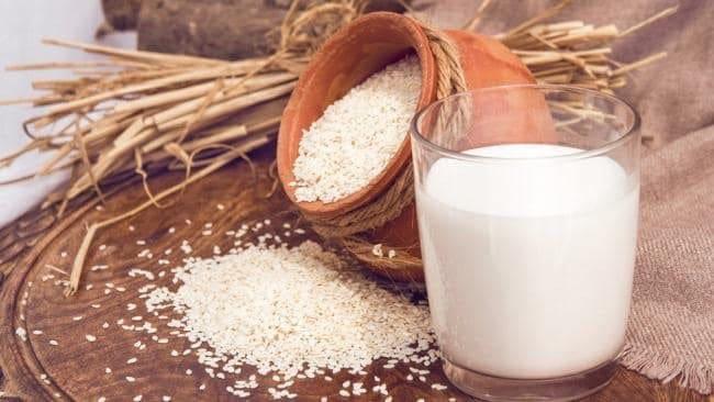 Сусамовото мляко е много полезно и съдържа много калций и витамин Е. как да ядем сусамови семена