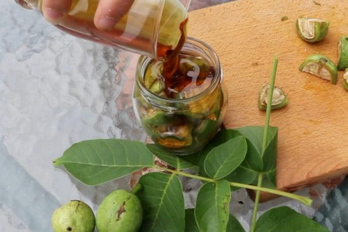 Как да направим зелени орехи с мед?