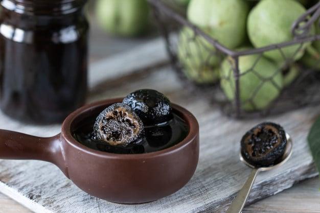 Как да направим сладко от зелени орехчета?