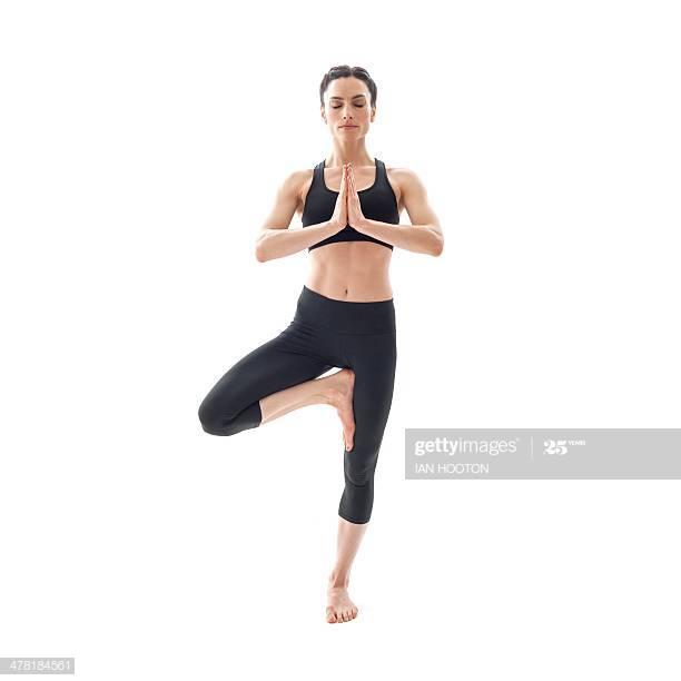 как да започнем да практикуваме йога с поза дърво