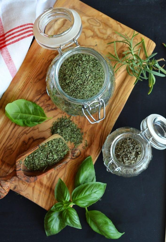 Как да изсушим пресни билки и подправки?