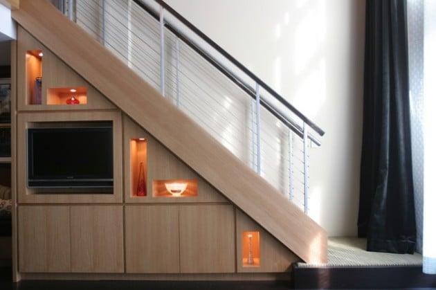Зона за развлечение под стълбите