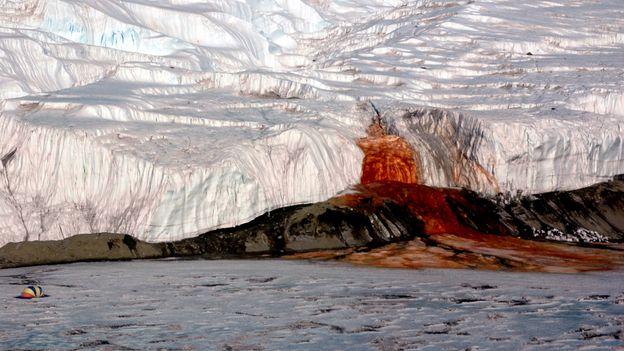 Кървавите водопади в Антарктида. Най-странните явления на планетата Земя.