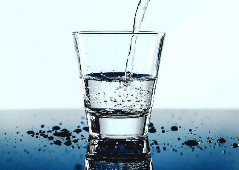 Водата е изключително важна за фитнес упражненията. Как да се храним след фитнес тренировка и какво да пием?