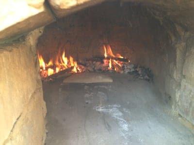 Запалете първия огън и след това е време за готвене