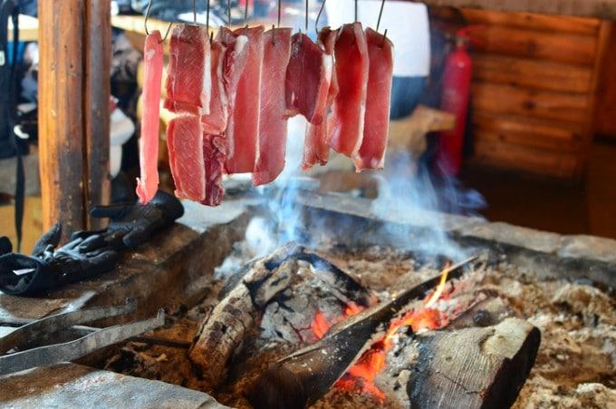 Опушване на риба и месо с орехови черупки - как да използваме ореховите черупки?