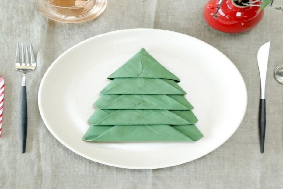 Как да сгънем салфетките за Коледа по няколко интересни начина