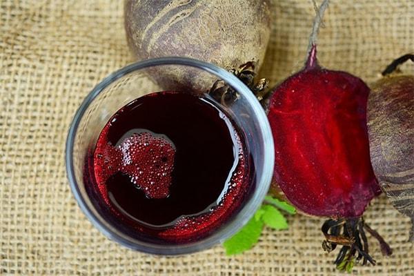 гаргара със сок от червено цвекло