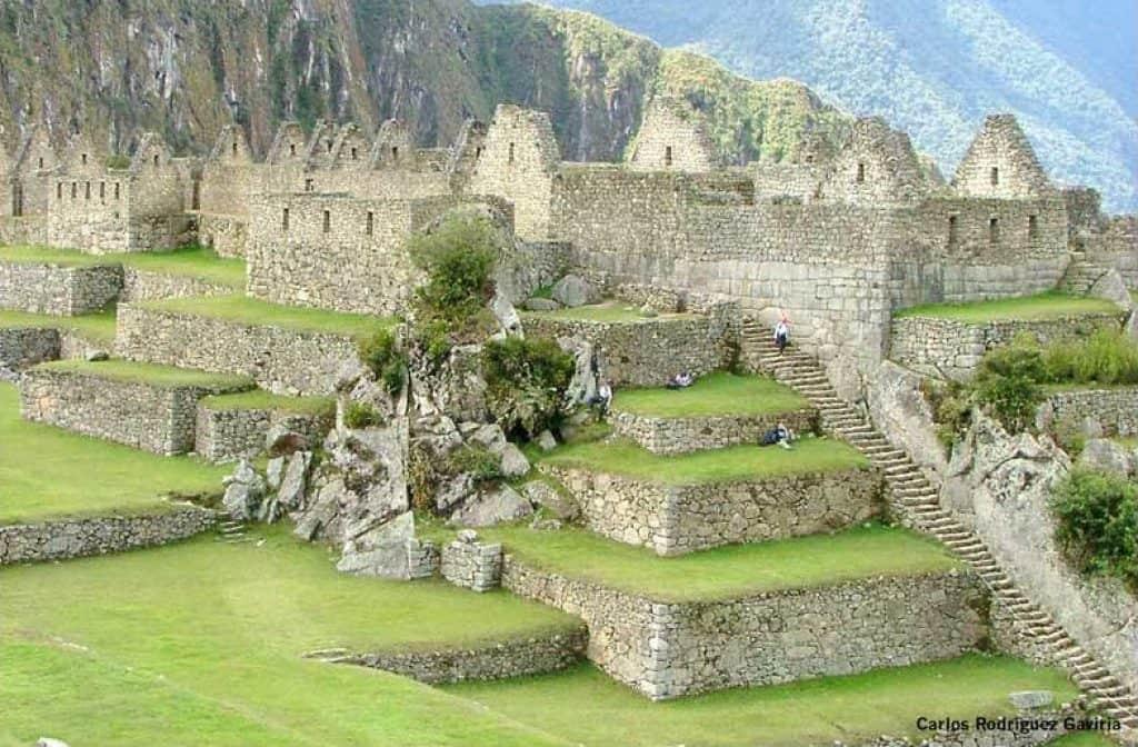 Изграждане и стръмни стълби в цитаделата на инките.