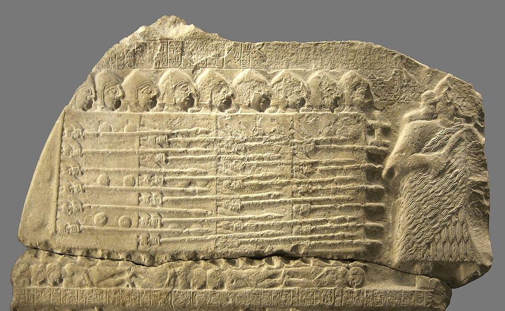 Фрагмент от шумерска стела, наречена Стела на лешоядите, показваща най-ранните доказателства за фаланга