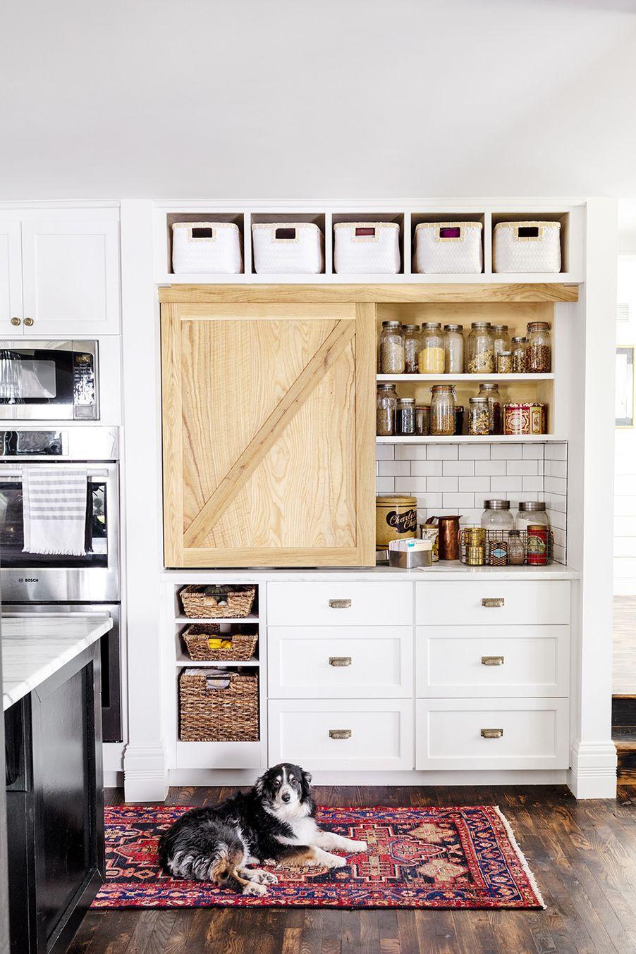 Използвайте повече кутии за съхранение и плъзгащите се врати - как да направим малката кухня по-голяма