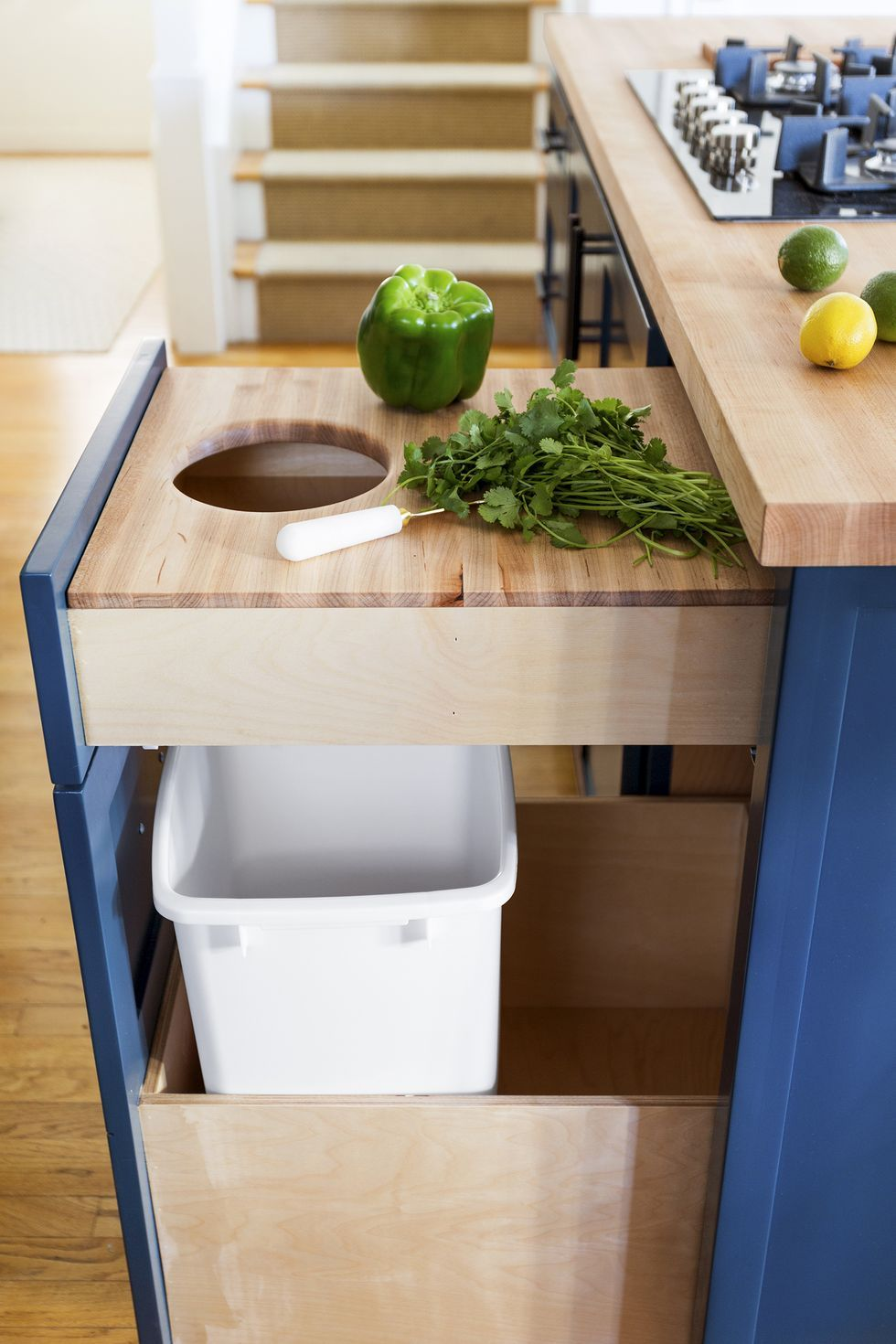 Монтирайте си скрит плот за обработка - как да направим малката кухня по-голяма