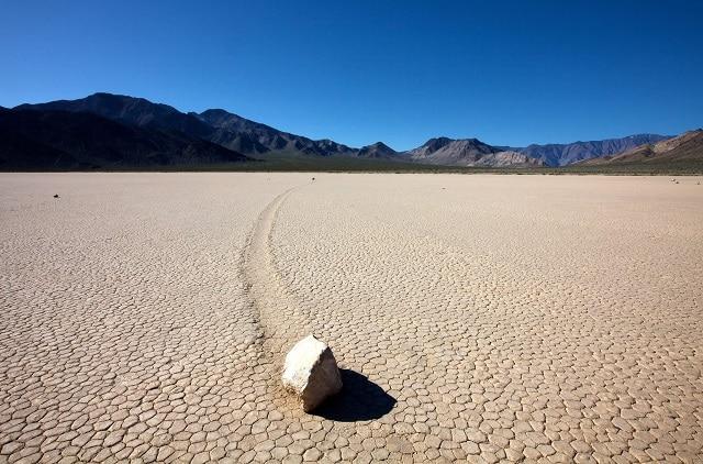 движещите се камъни в Долината на смъртта - историите зад най-загадъчните места в света