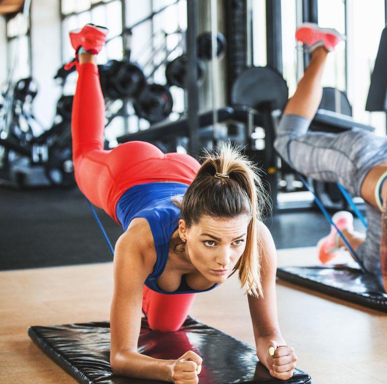 Отблъскване на сгънато коляно упражнение