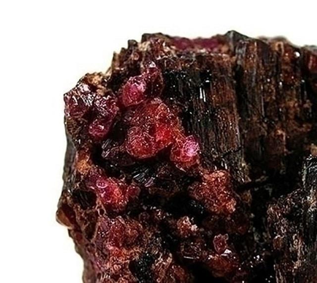 Пейнит - най-редките скъпоценни камъни в света