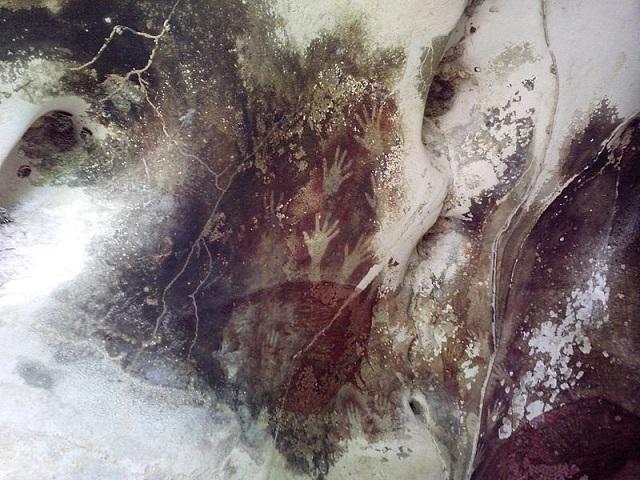 Пещерите в квартал Марос - Индонезия (39 900 години) - най-старите пещерни рисунки в света
