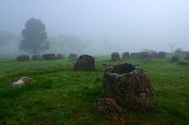 Поле от каменни съдове в Лаос - невероятни неразгадани древни мистерии от целия свят