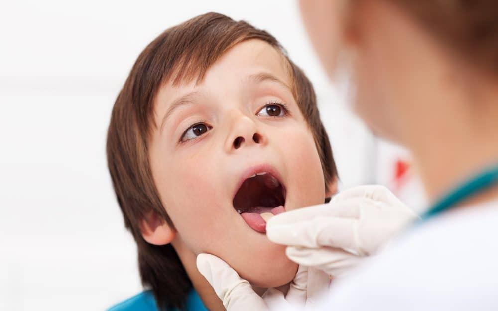 Симптоми на възпалено гърло при деца