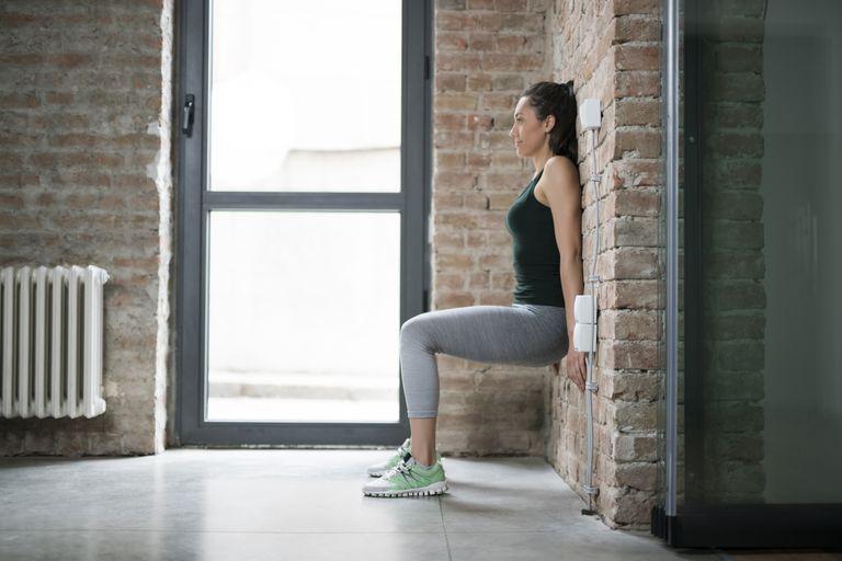 Седене до стена - най-добрите тренировки във вкъщи