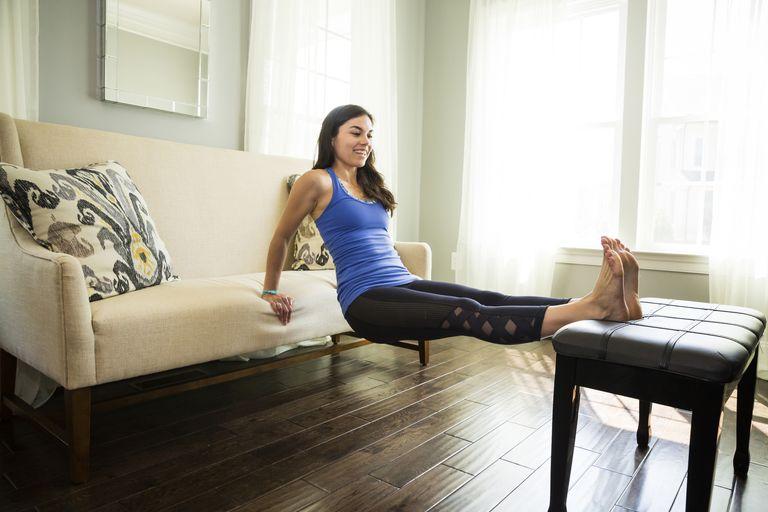 Трицепсови кофички на диван или стол - най-добрите тренировки във вкъщи