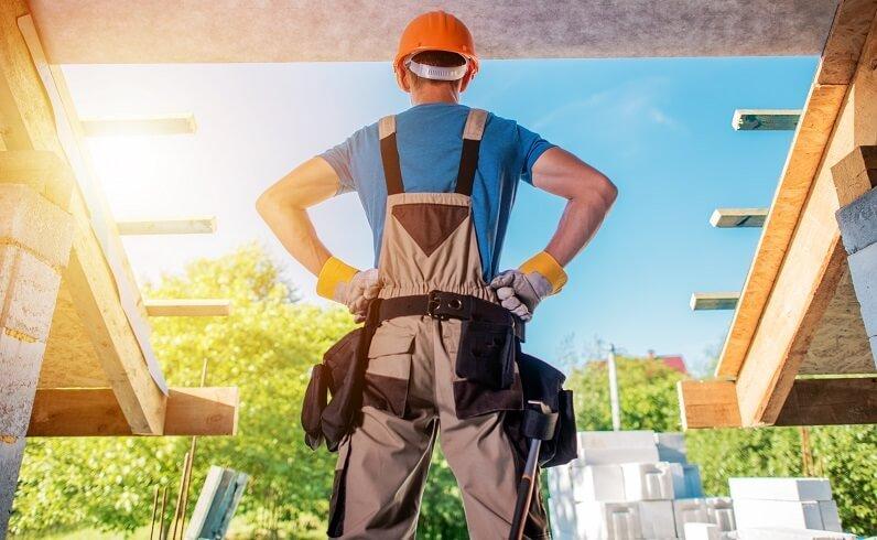 Наемете опитен майстор-строител - как да си построим евтина къща