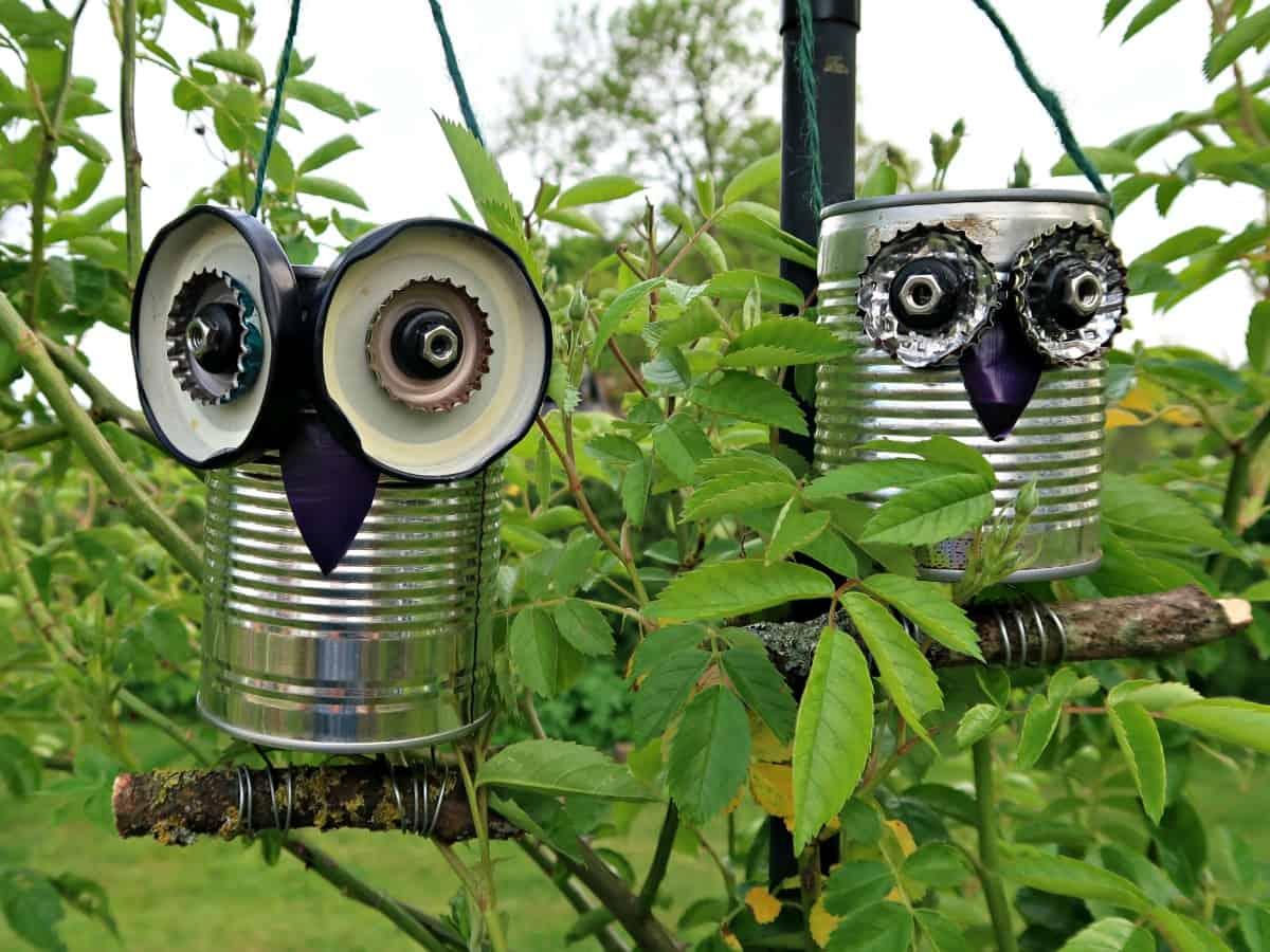 Закачете на клоните метални кутии против птици