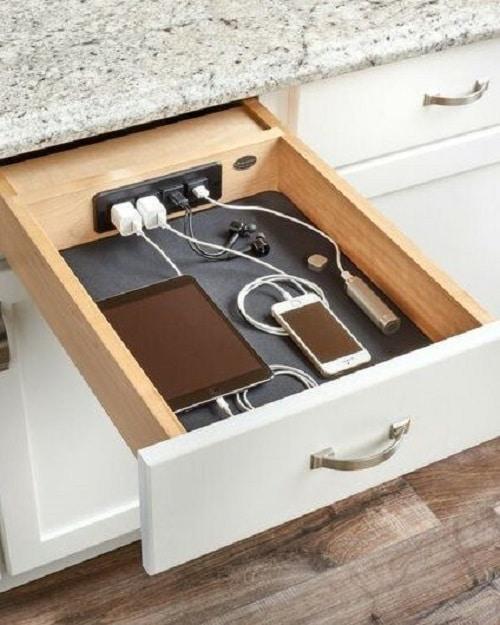 Вградени зарядни в чекмеджето