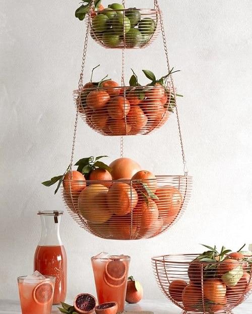 Висяща кошница с плодове