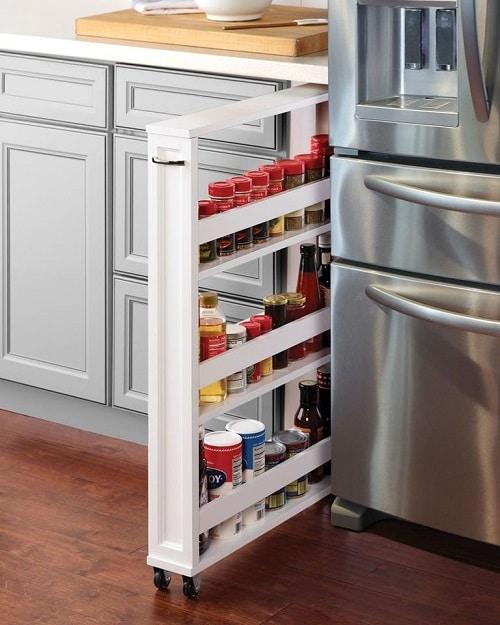 Кухненски килер, заемащ малко пространство