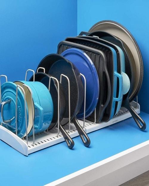 Регулируем организатор на съдове за готвене - как да организираме кухнята